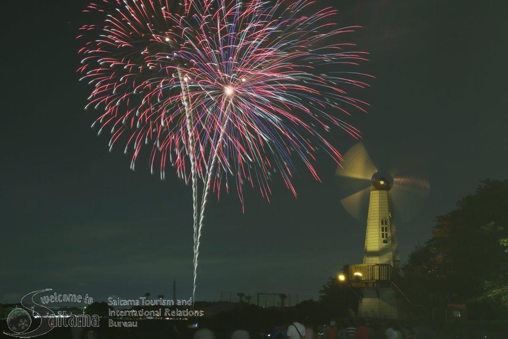 大和田公園花火大会。赤と緑のキレイな花火。